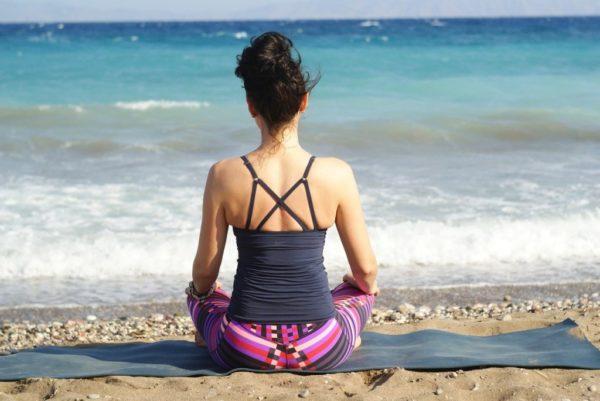 méditation au bord de la plage