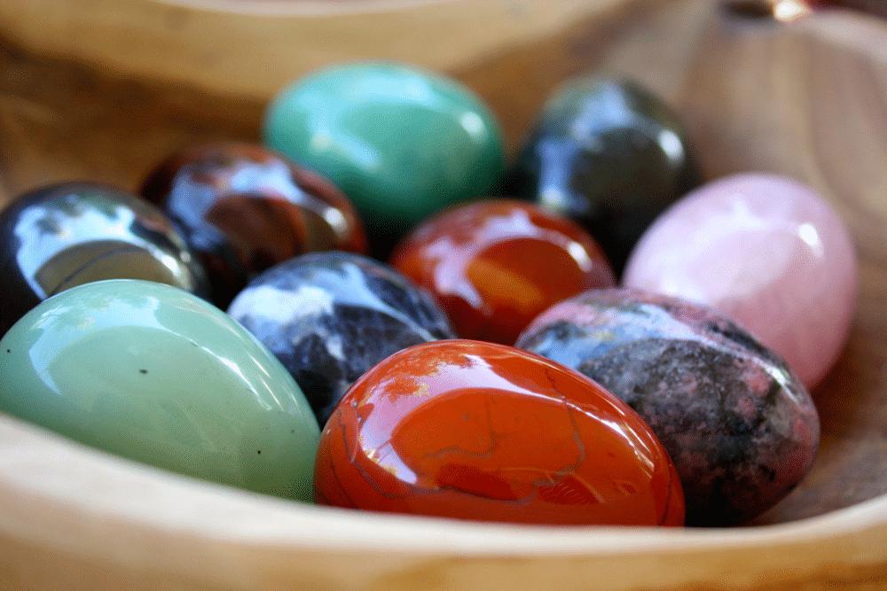 œuf de yoni, un œuf en pierre de cristal dure et lisse